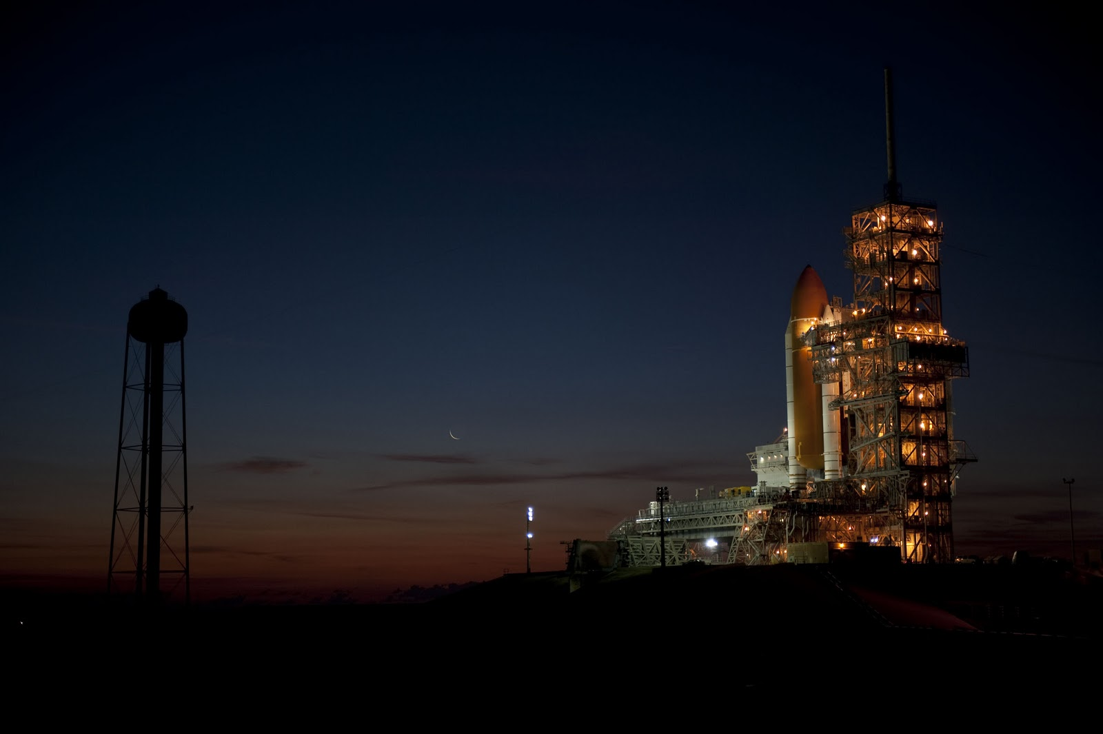 Discovery sits on the launch site last week as NASA readies it for its final takeoff. Credit Kim Shiflett.