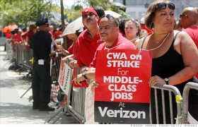 Unionized Verizon workers are creating the largest U.S. labor strike in 4 years. (Photo: Mario Tama/Getty Images)