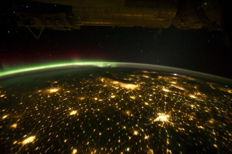 The aurora from the International Space Station on Sep 29.  The orbital outpost was passing over the American Midwest. The city lights of Omaha, Des Moines, Minneapolis/St. Paul, Chicago and St. Louis are visible below. NASA