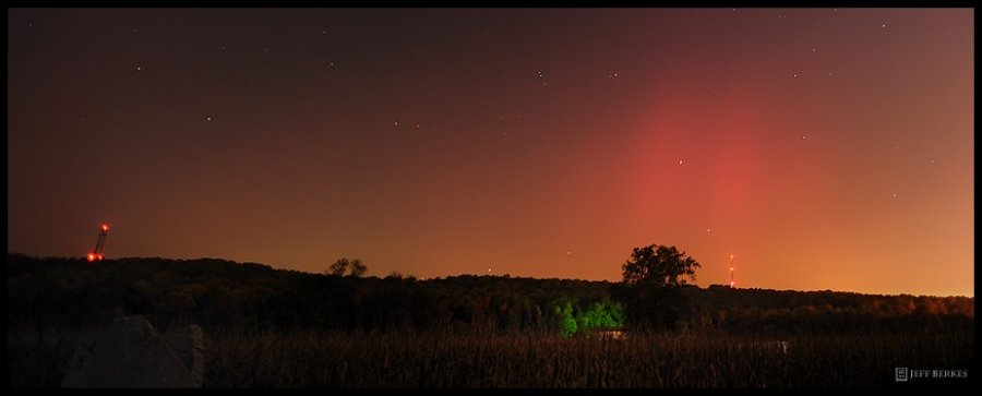 Pennsylvania photographer Jeff Berkes captures the northern lights rarely seen in his state.